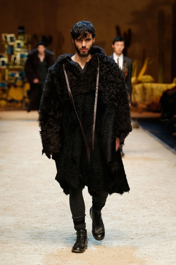 dolce-and-gabbana-fall-winter-2016-17-men-fashion-show-runway-01-800x1200